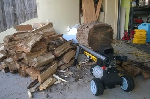 Splitting Logs With Wen Electric Log Splitter